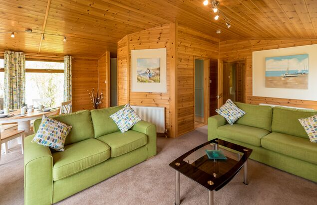 - Maple Lodge Plus Dog Friendly (2 Bedroom + Hot Tub)