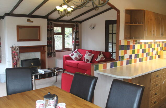 - Oak Lodge Plus Dog Friendly (3 Bedroom + Hot Tub)